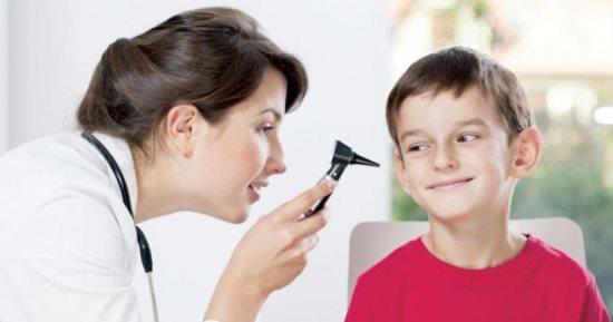 كيف تعرف أن طفلك الصغير مصاب بفقدان السمع الجزئي أو الكلي؟ إليك أبرز علامات وأسباب فقدان السمع عند الأطفال وطرق علاجها.