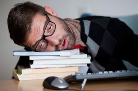 أعراض الإرهاق المستمر وأسباب المرض
